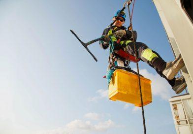 Jakie wymagania należy spełnić, chcąc pracować na wysokości?